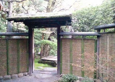 竹垣のある和風庭園